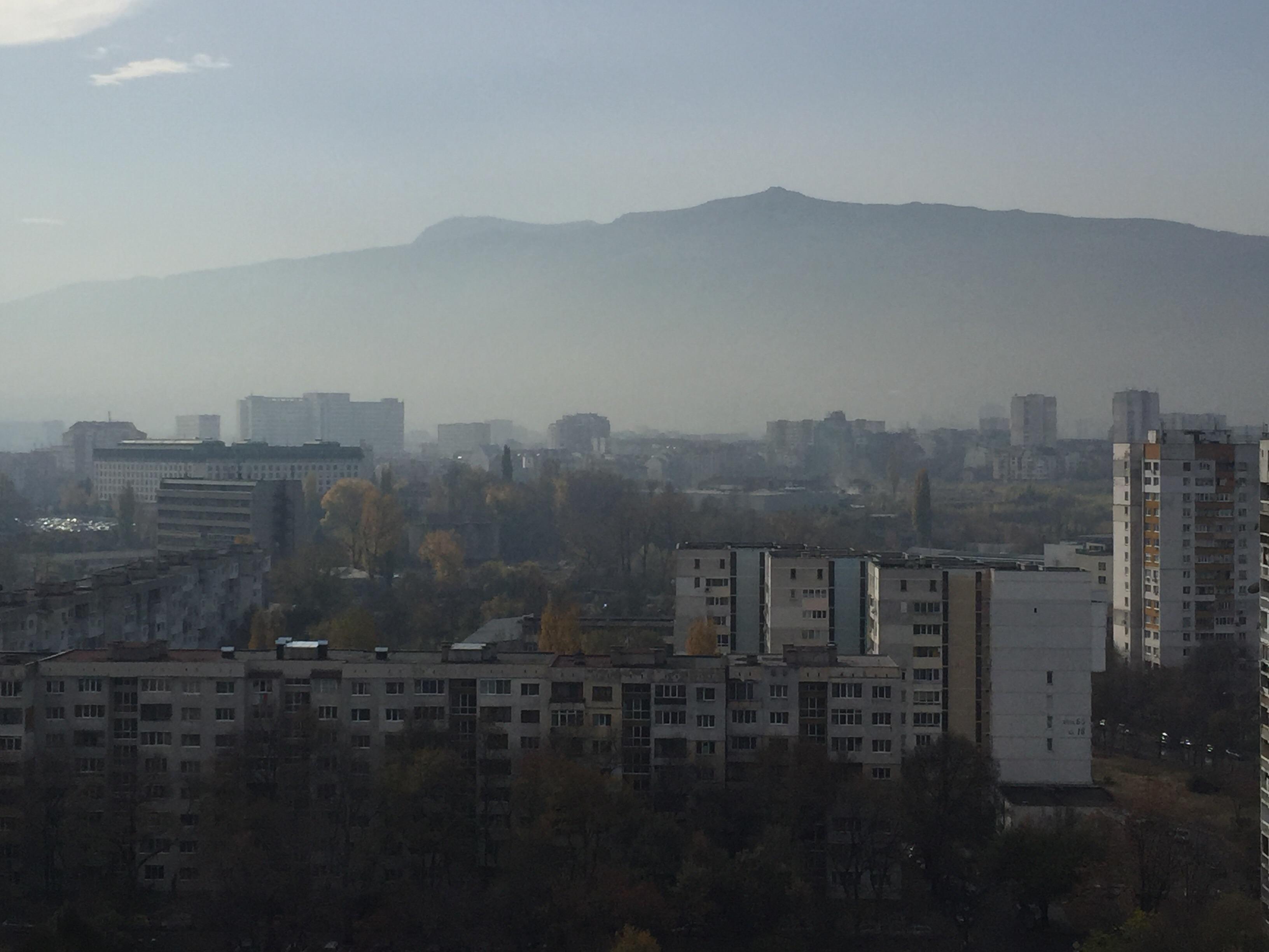 Какво знаем за въздуха, печките и колите на София?